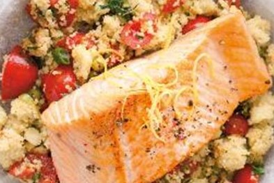 Zapékaný losos s bezlepkovým kuskusem a zeleninou